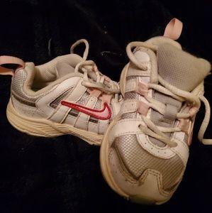 Toddler sz 6 Nike tennis shoes